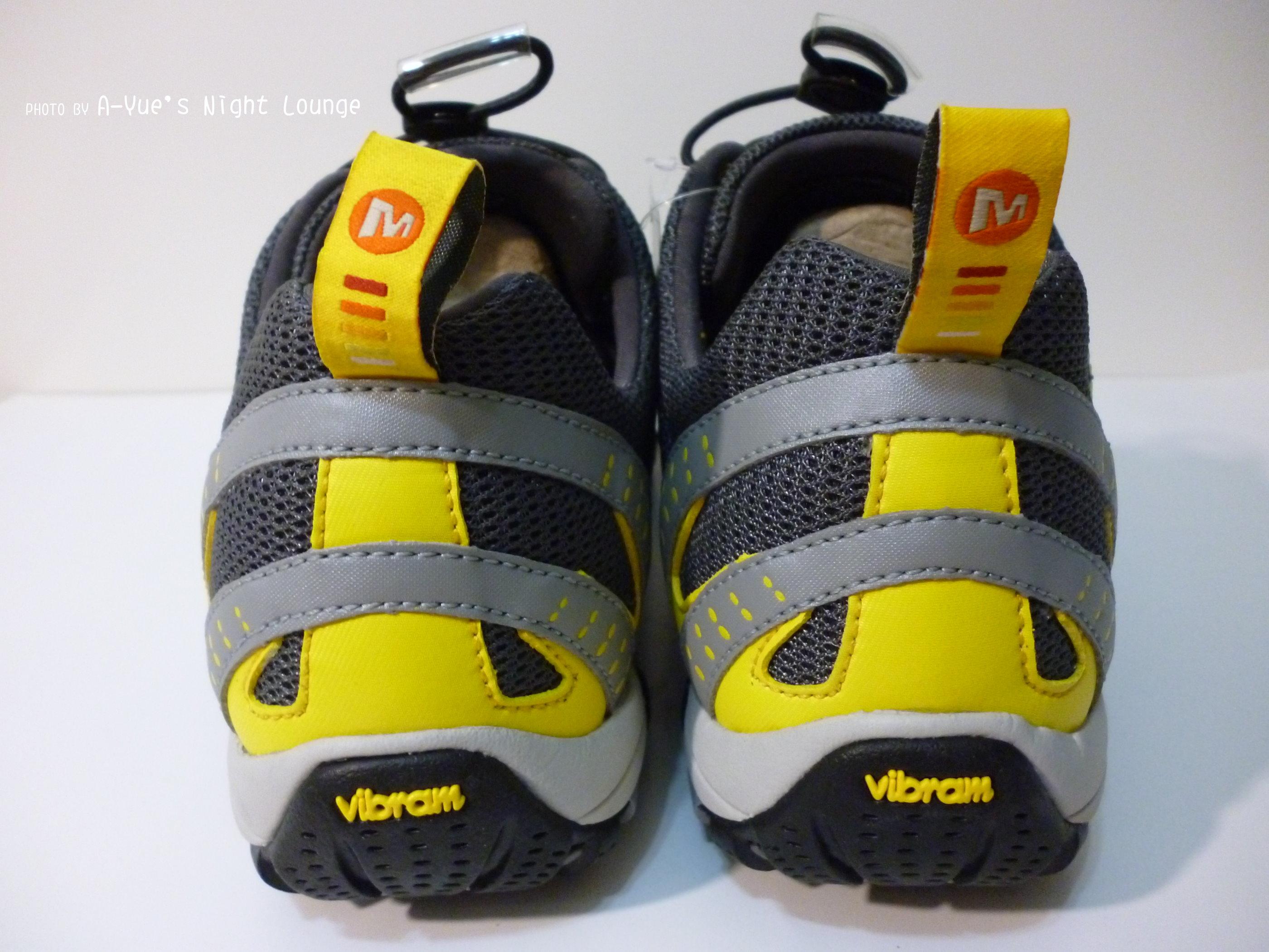 鞋後跟上方織帶拉環、vibram字樣