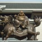 彌勒佛騎麒麟銅像