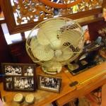 舊風扇、縫紉機、照片等